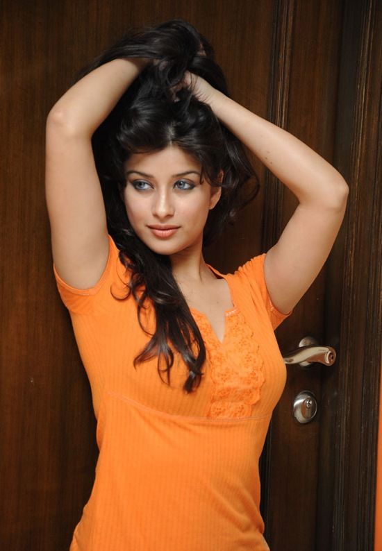 jeans actress shirt telugu madhurima tight tollywood indian stills cute celebrity viewtamilx